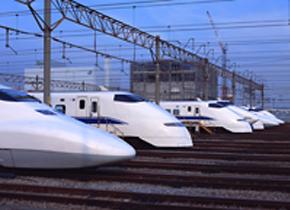 東海道新幹線では地震が発生した際に、初期微動を検知して緊急停止するシステムが稼働